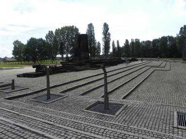 Visita del Monumento a las víctimas de Auschwitz-Birkenau. Fotografía: Nuria Ricart, 2015